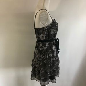 American Eagle Outfitters Dresses - American Eagle Gray Floral Dress Sz 6